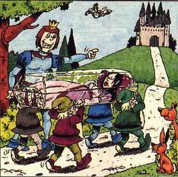 Der Prinz zeigt grinsend auf das auf einem Hügel befindliche Schloß, wohin die  Zwerge den Sarg tragen.